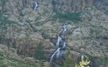 Comment visiter la Vallée de la Restonica : en car !